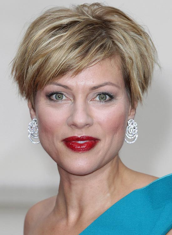 Stacked-Wispy-Bob-with-Highlights-and-Layered-Side-Sweep