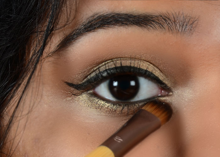 How To Apply Simple Gold Eye Makeup Tutorial With Pictures