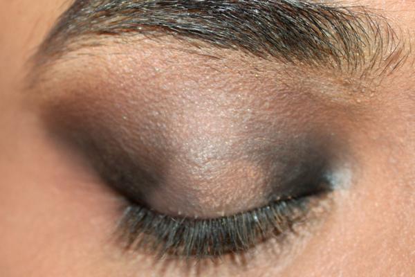 elegant-blue-eyes-makeup-tutorial-4-1