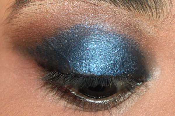 elegant-blue-eyes-makeup-tutorial-5-1