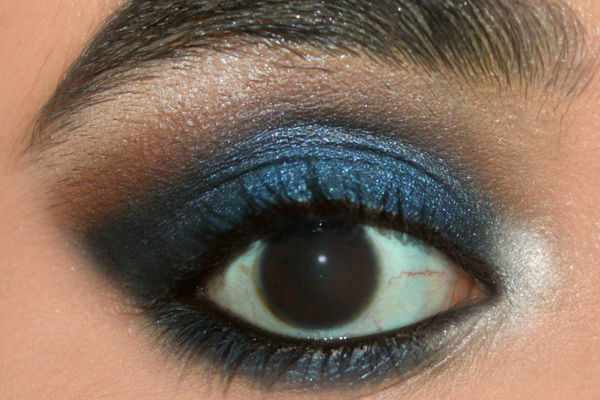 Makeup for dark blue eyes