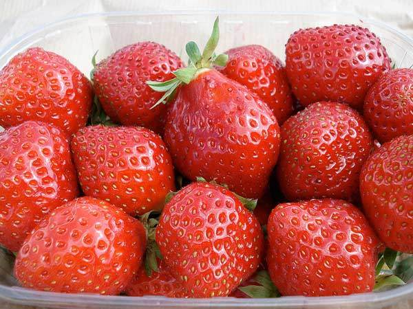 fresh strawberry for face scrub