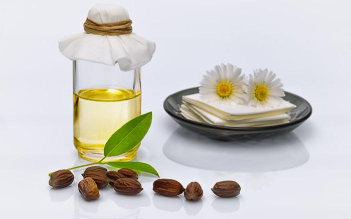 (g) Jojoba Oil For Freckles