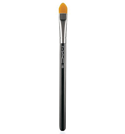 concealer brush how to use