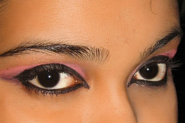 Arabic Eye Makeup - Step 7: Apply A Coat of Mascara