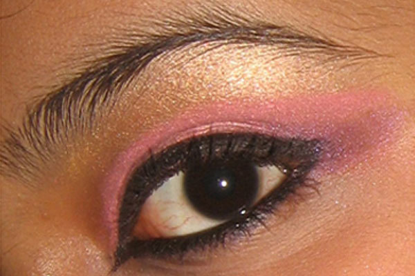 Arabic Eye Makeup - Step 6: Line Your Eyes