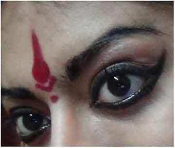 Bharatanatyam Makeup - Put Bindi