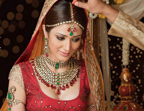 Mehndi Hairstyles : New celebrity bridal hairstyles that you can try too designers