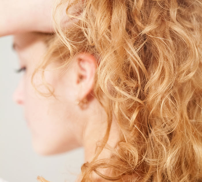 2.-Controlling-Frizzy-Hair