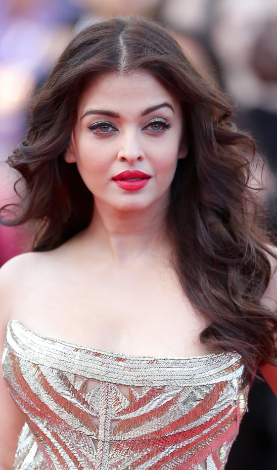 Aishwarya Rai Bachchan's Splendid Soft Wind-Blown Tresses