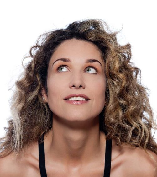 20 Simple Curly Hairstyles For Women Over 40