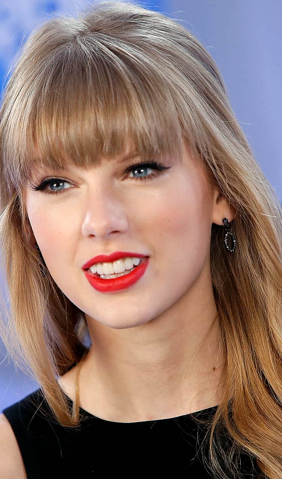 Taylor Swift's Elegant Airy Waves with Forehead Fringe