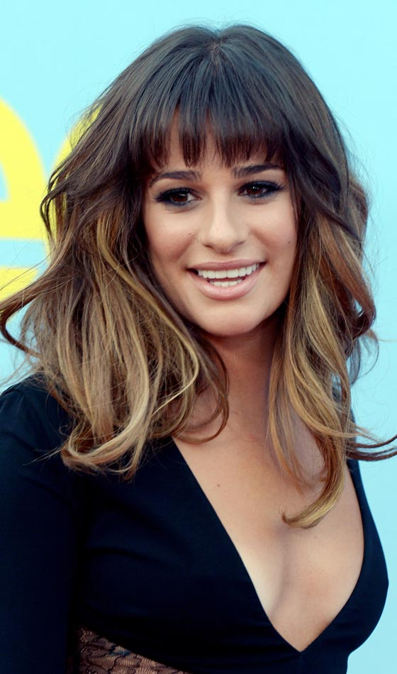 Messy Wavy Layered Hairstyle With Graduated Front Bangs Pinit