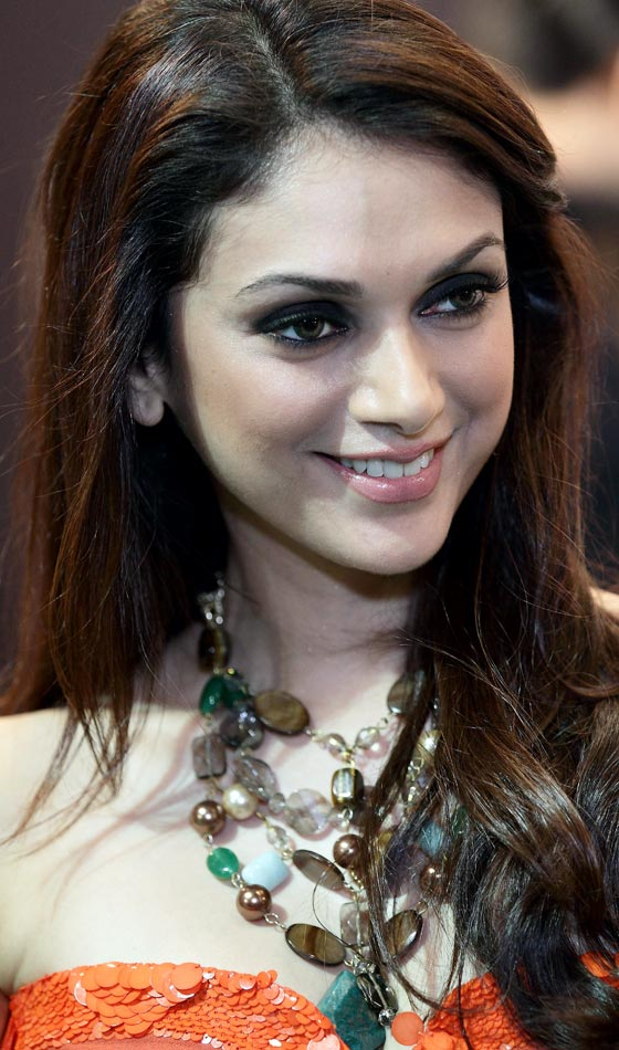 Aditi Rao Hydari's Delightful Loose Curly Brown Locks