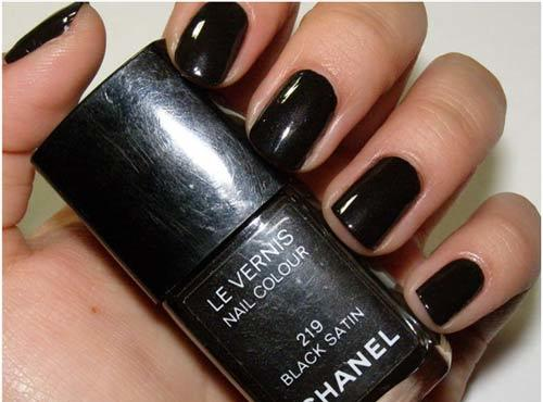 chanel black satin nail polish swatch