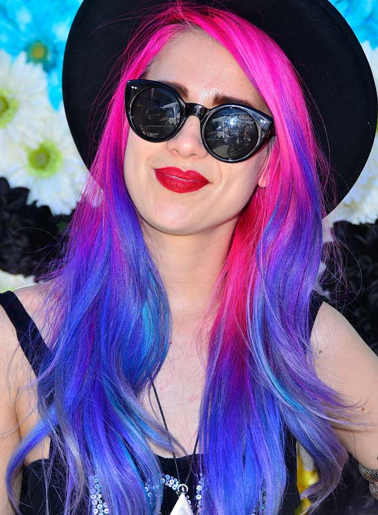 Dazzling-Layered-Waves-in-Pink-and-Blue