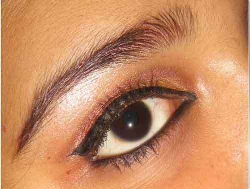 How To Apply Makeup Perfectly? - Step 9: Applying Eyeliner