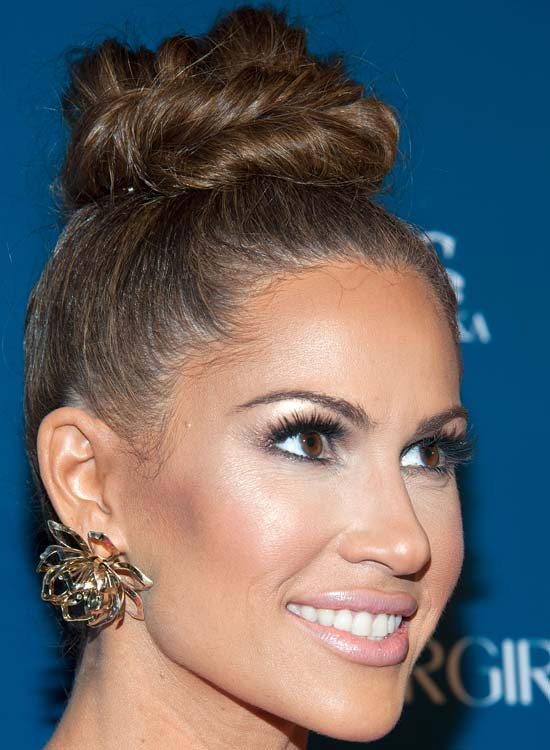High-Twisted-Bun-with-Highlights