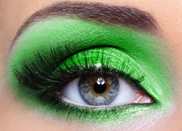 How-To-Apply-Eyeshadow-–-A-Step-By-Step-Tutorial-3