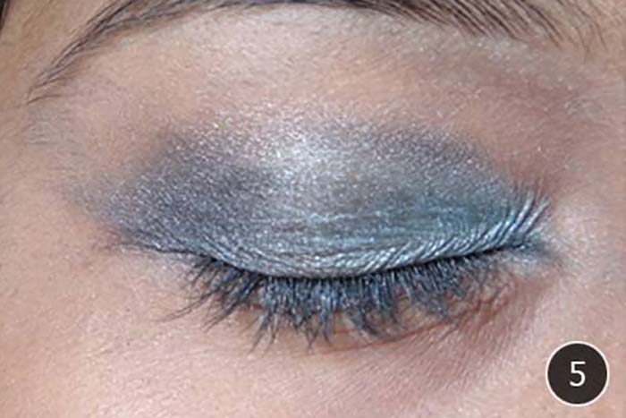 How-To-Apply-Eyeshadow-–-A-Step-By-Step-Tutorial-5
