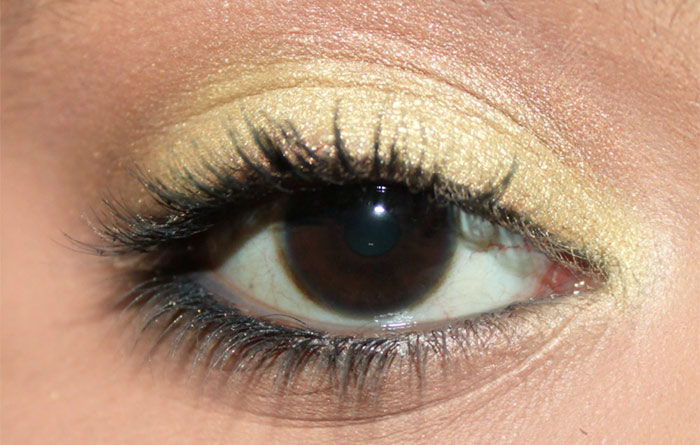 How To Apply Eyeshadow – A Step By Step Tutorial10