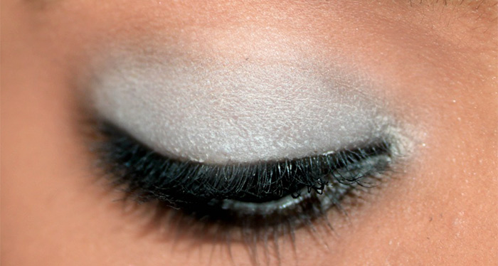 How To Apply Eyeshadow – A Step By Step Tutorial8