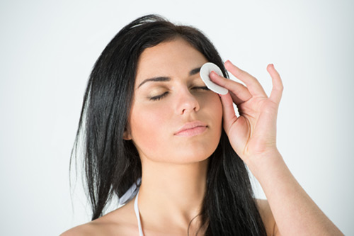 How-To-Remove-Eye-Makeup