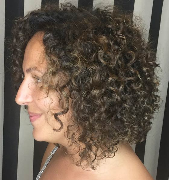Kinky-Curls-With-Subtle-Highlights