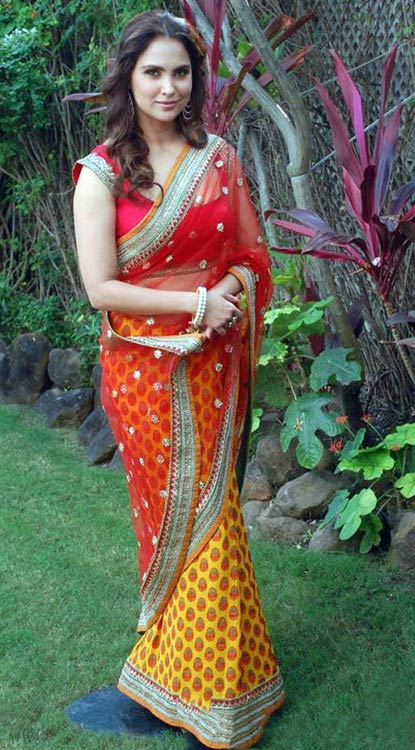 Lara-Dutta-In-Red-And-Yellow-Saree-photo