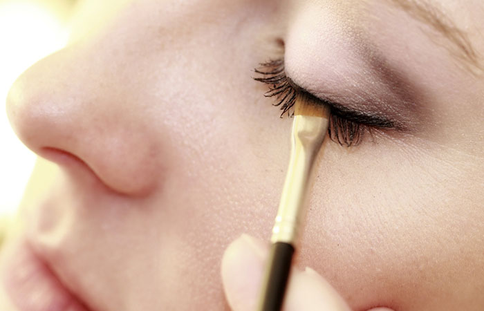 How To Apply Eyeliner? - Step 3: Line Away!