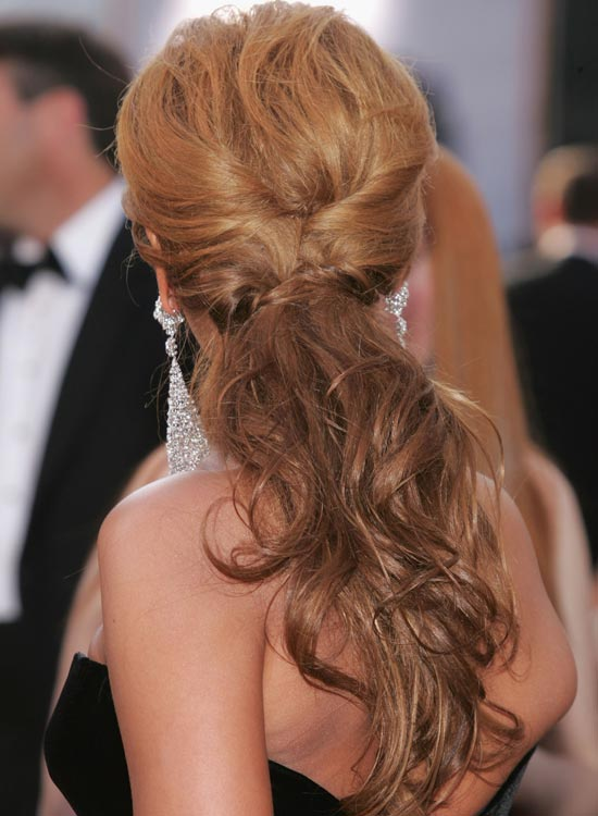 Messy-Wavy-Ponytail-with-Side-Twists