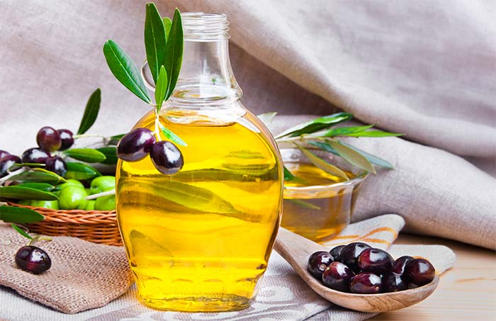 Olive oil: Olive oil is one of the best home remedies for scalp psoriasis which gives outstanding results 3