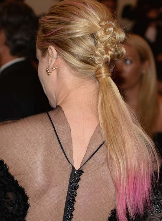 Ponytail-with-Twisted-Bows-and-Pink-Highlights