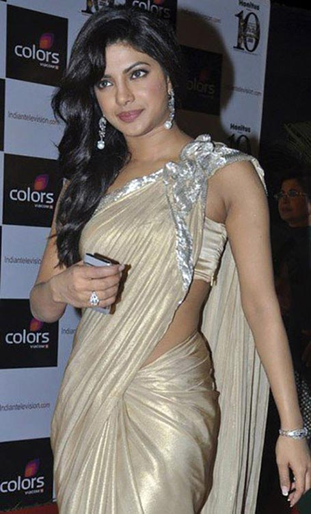 Priyanka-Chopra-In-A-Golden-Saree-photo