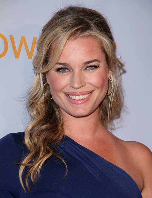 Rebecca Romijn – Face Framing Half Ponytail