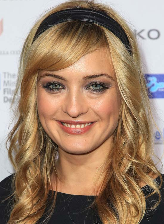 Soft-Curls-with-Side-Swept-Bang-and-Headband