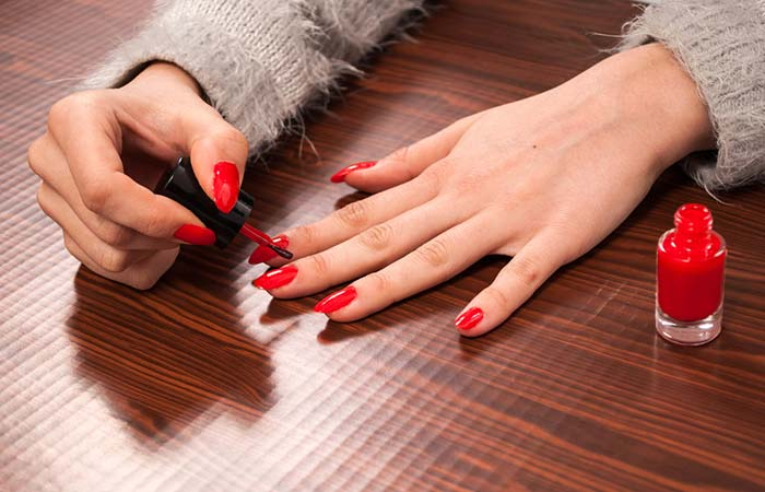 Apply ATop Coat - Manicure