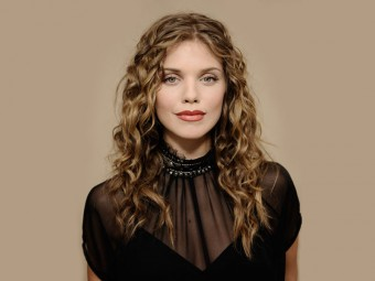 Top-10-Curly-Celebrity-Hairstyles-To-Inspire-You