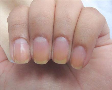 diy saran wrap nail art