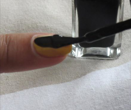 diy saran wrap nail art 2
