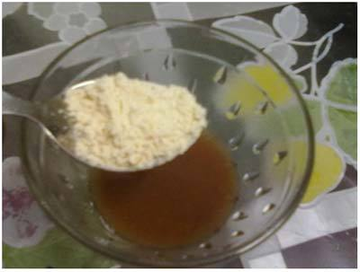 gram flour and honey mix