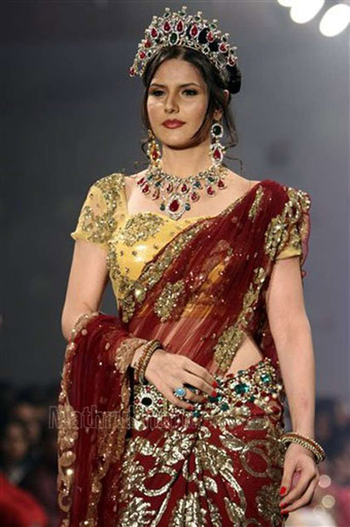 Zarine Khan In Maroon Colored Saree