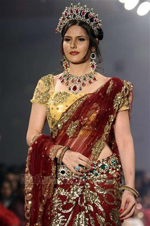 Zarine Khan In Maroon Colored Saree