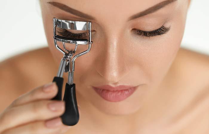 1. How To Curl Eyelashes Using An Eyelash Curler
