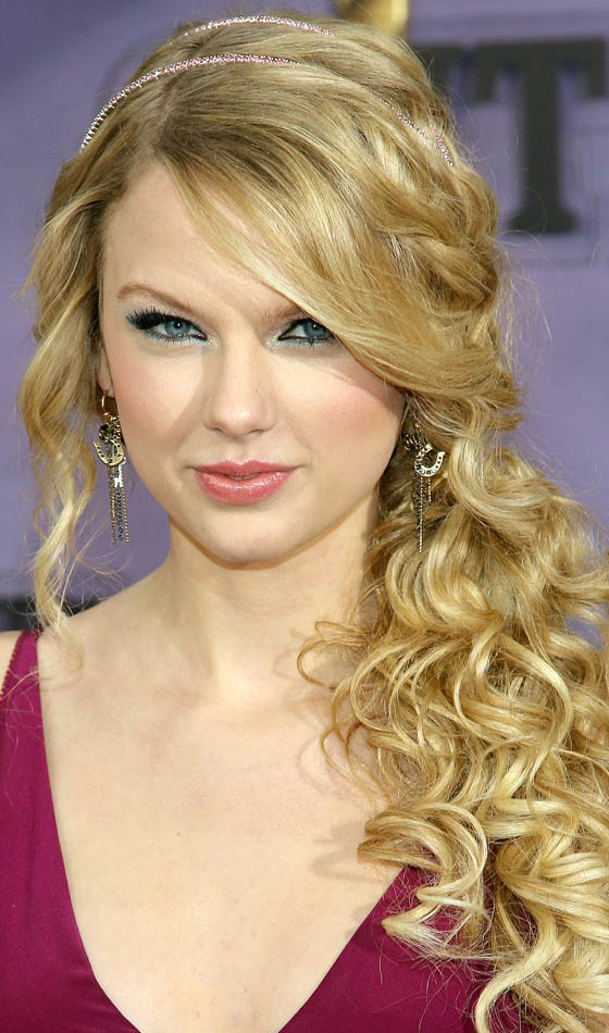 1.Ponytails-with-curls-hairstyle
