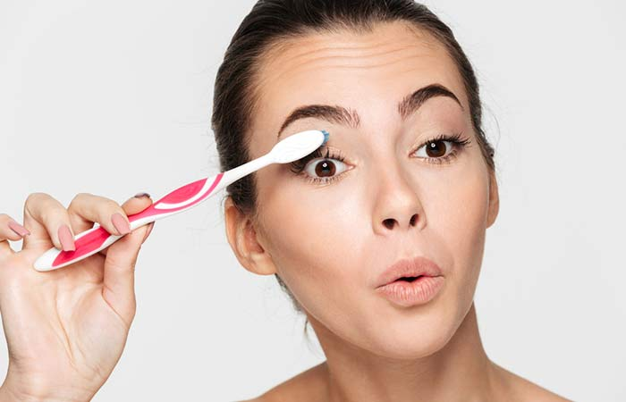 4. How To Curl Eyelashes With A Warm Toothbrush