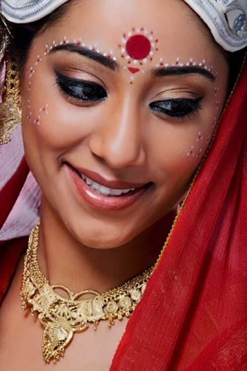 Bengali bridal looks with gold Jewelry: