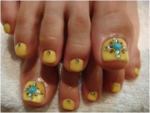 Bindis or rhinestones toe nail art