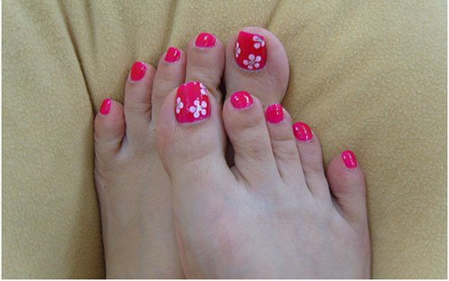 12 nail art ideas for your toes five dot flowers on toe nails prinsesfo Images