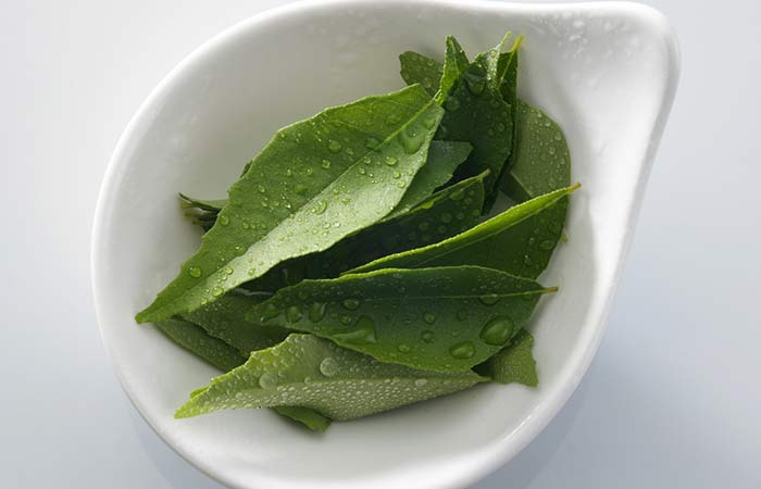 Sesame-Oil-And-Curry-Leaves-For-Hair